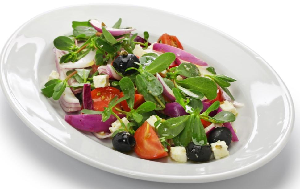 Pigweed-Purslane-Salad